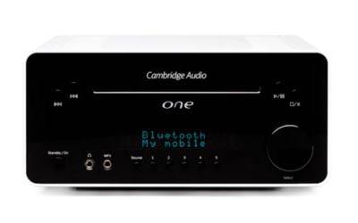 Foto af Cambridge Audio One anlæg på hvid baggrund